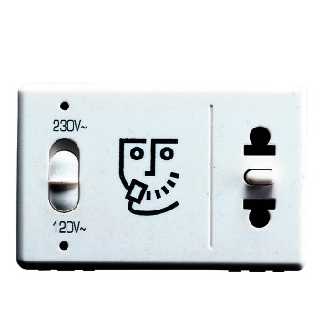 European/American standard shaver socket with insulation transformer